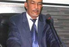 Photo de Je vois notre Ministre/ Ould M'Haimid, accueillir, venant du Nord, des Bulldozers,  pour fêter la naissance de la société ETER / Mohamed ould Mohamed El Hacen